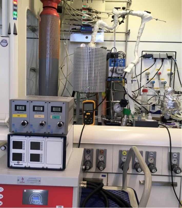Figura 2. Imagen del sistema catalítico utilizado para realizar las pruebas con el reactor catalítico de membrana (CMR).
